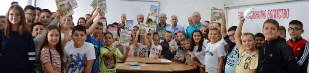 Над 430 ученици в Чернооченско получиха нови учебници по турски език